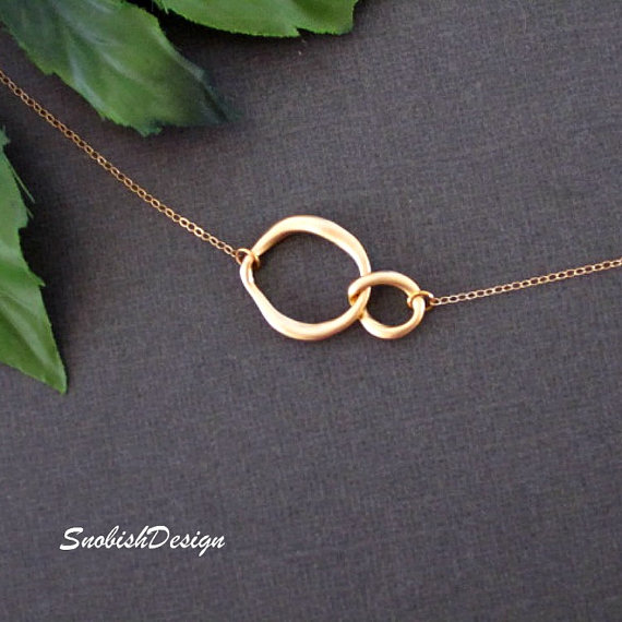 Свадьба - Interlocking Circle Necklace, Infinity Necklace, Dainty Gold Necklace, Sister Necklace, Friendship Jewelry, Mothers Necklace, Bridal jewelry