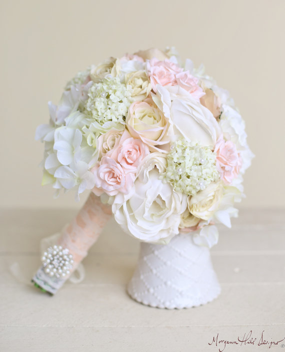Свадьба - Silk Bride Bouquet Classic White Cream Pink Peonies Roses (Item Number 140418) NEW ITEM