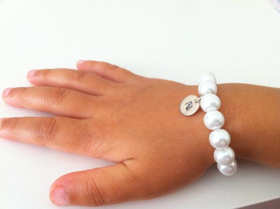 Hochzeit - Flowergirl bracelet gift -initial bracelet, weddings, flowergirl jewelry, flowergirl bracelet