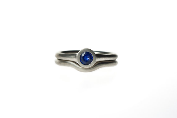 Hochzeit - 14k white gold or silver blue sapphire engagement ring and wedding band set. Simple, minimalist bezel set ring