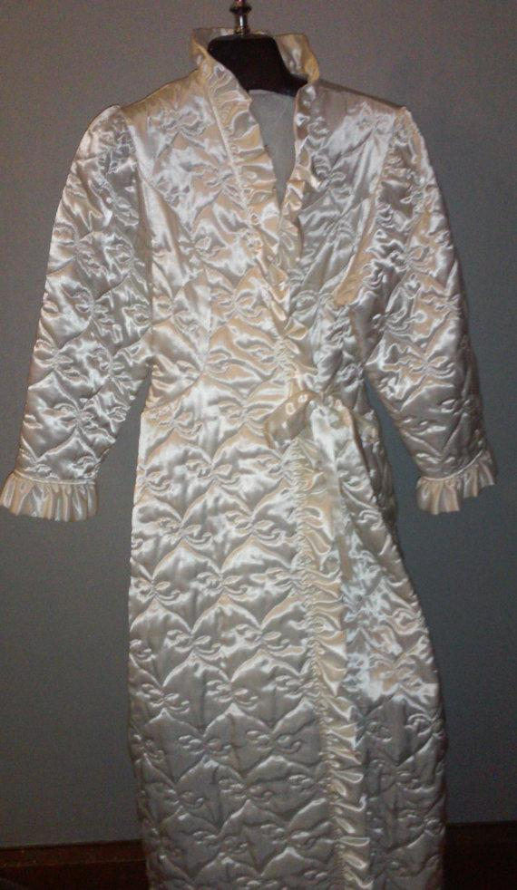 Свадьба - Retro Bathrobe / Fabulous Vintage Robe / Shimmery White Robe / Women's Small