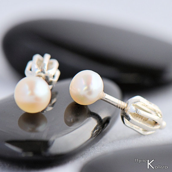 Mariage - Romantic Pearl Earrings, gift for woman, Christmas gift, Pearl jewelry, Bridal earrings, gift for her, gift for lady -  Kiki 4mm