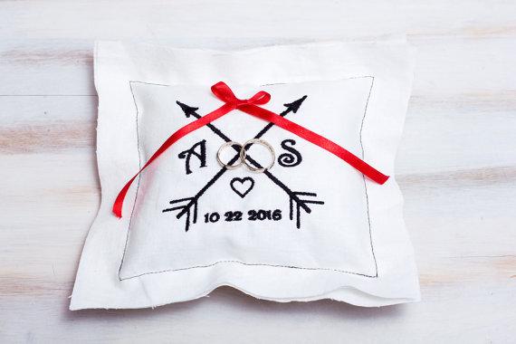 Hochzeit - Wedding Ring Pillow Embroidered Personalized Ring Bearer Pillow Arrows Wedding Pillow Custom Ring Pillow Linen Wedding Pillow