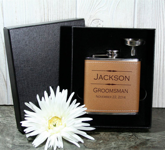 Hochzeit - Groomsmen Leather Flask in Gift Box NEW !!  Personalized 6oz Wedding Flask & Funnel Gift Set - Perfect for Wedding Party Favors