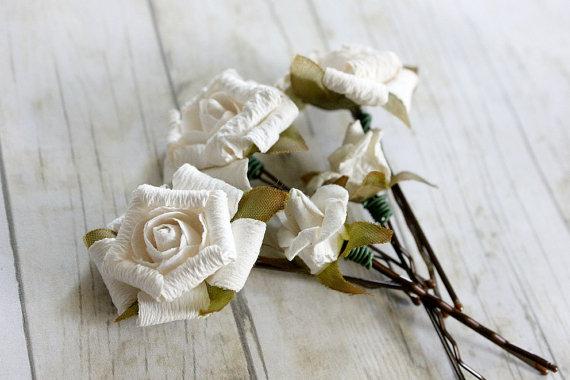 Mariage - White Flowers Hair Pins. Spring, Summer, Bridesmaids, Bridal Hair Clips. woodland. wedding hair accessories, bridal, weddingsl
