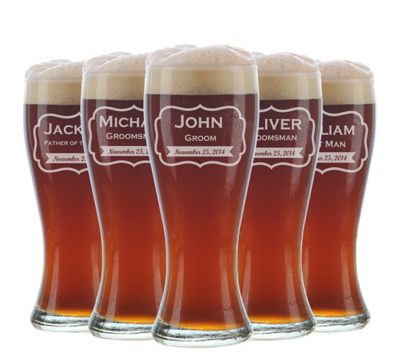 Hochzeit - 7 Personalized Beer Glasses, Groomsmen Gifts, Custom Wedding Favors, Father of the Bride Gift, Gifts for Groomsmen, Personalized Glasses
