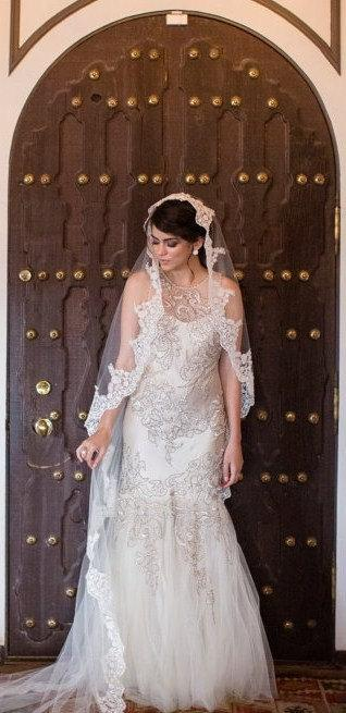 "Свадьба - Beaded Lace Wedding veil, Spanish veil, Catholic bridal  beaded lace veil 90"" long with high end exclusive lace edge, mantilla style"
