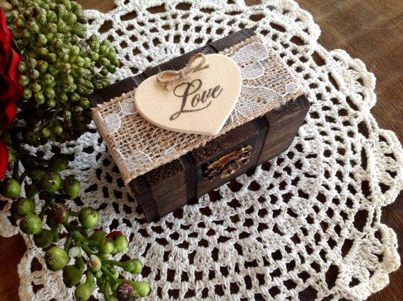 Mariage - Rustic Ring Bearer Pillow, Box, Personalized.