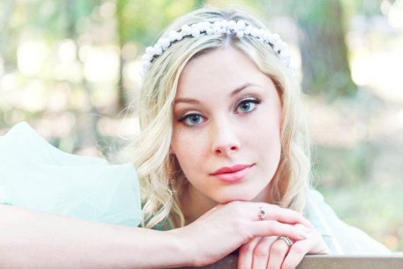 Mariage - white pearl crown, pearl headpiece, wedding headband, bridal headband, bridal headpiece, wedding headpiece, wedding hair accessories