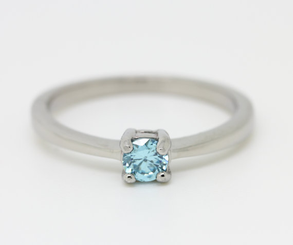 Mariage - Aquamarine Solitaire engagement ring - in white gold or titanium - wedding ring - gemstone ring