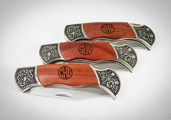Mariage - Groomsmen Gift, Monogram Pocket Knife, Custom Engraved Knife, Wedding Favor, Engagement gift, Personalized Pocket Knife, Monogram Knife.