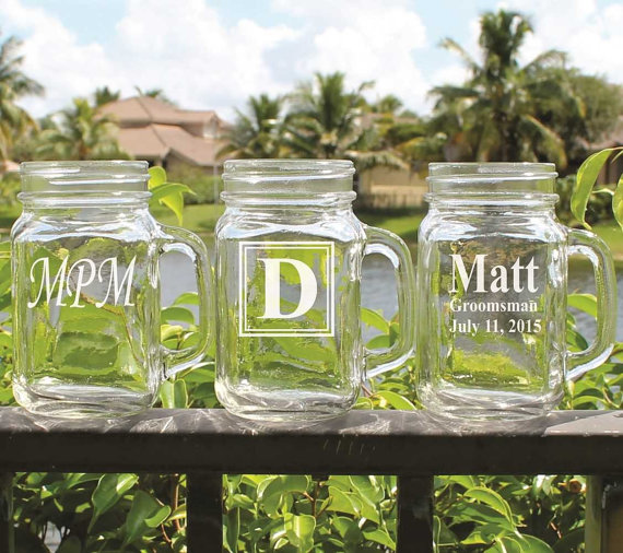 Свадьба - Personalized Mason Jar - Groomsmen gift, Bridesmaid gift, Wedding party gift - Engraved - Customized - Monogrammed for Free