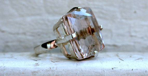 Mariage - Massive Vintage 14K White Gold Morganite Ring Engagement Ring - 30.00ct.