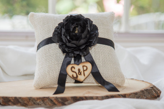 Mariage - Black ranunculus flower ivory burlap personalized ring bearer pillow  shabby chic with engraved initials... many more colors available