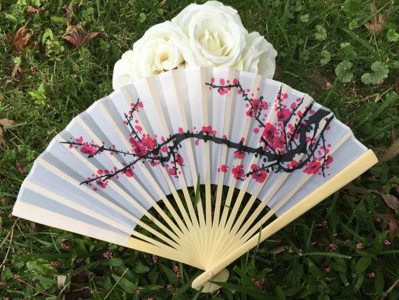 """Hochzeit - Silk Fans for Wedding Pictures, Cherry Blossom Hand Fans, Outdoor Wedding, Wedding Favor, Beach Wedding, Asian Theme, Japanese 9"""" Silk Fans"""