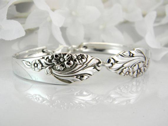Mariage - Spoon Bracelet, PERSONALIZED Bracelet, FREE ENGRAVING, Spoon Jewelry, Silver, Bridesmaids Bracelet, Bridesmaids Gift - 1950 Evening Star