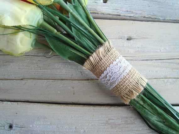 زفاف - Bouquet wraps in natural burlap with white lace trim