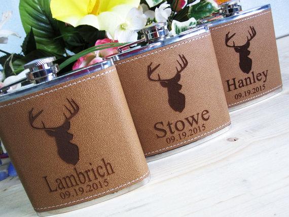 Свадьба - Set of 5 Groomsmen Gift Flask with Deer Design, Best Man, Father of Bride, Father of the Groom, Usher, Master of Ceremonies, Groom