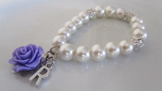 زفاف - SALE*** Ivory pearl bracelet with letter and purple rose - Initial bracelet - Bridal bracelet - Bridesmaids bracelet