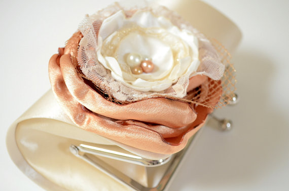 زفاف - Bridal Clutch in Champagne Cream Vanilla ~ Bridesmaid Clutch ~ Bouquet Clutch ~ Lace Ivory & Gold Flower Blossom ~ Wedding Clutch