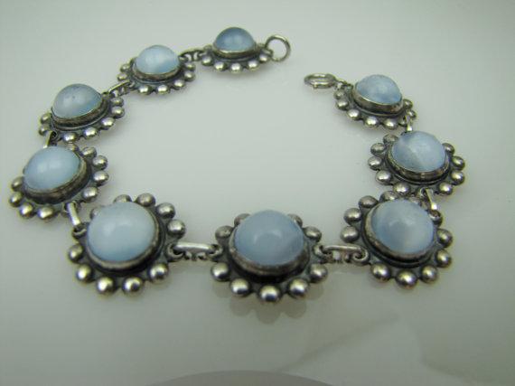 Свадьба - Art Deco Moonstone Sterling Silver Bracelet. Dreamy Blue Moonglow Cabochons . Flower Floral 1930s Art Deco Jewelry Wedding Jewelry