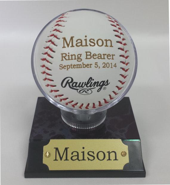 Hochzeit - Engraved Rawlings Baseball, MLB Baseballs, Perfect Wedding Gift, Ring Bearer Gift, Groomsmen Gift, Wedding Favor, Groomsmen Favor, Favor.