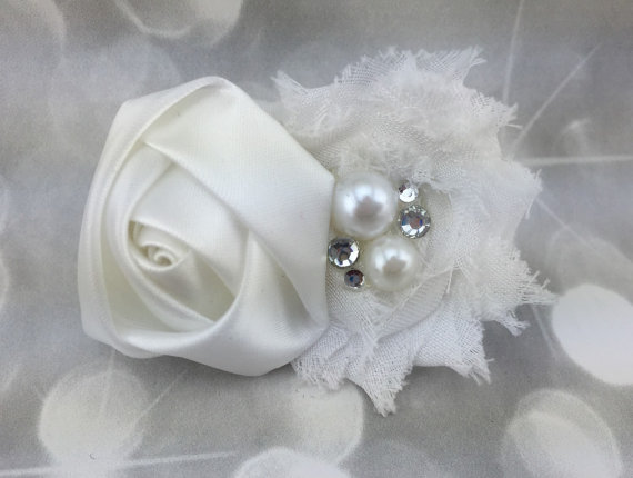 Свадьба - White Wedding Shabby Flower with Pearl and Rhinestone Fluffy Floral Pet Collar - Cat Dog Accessory