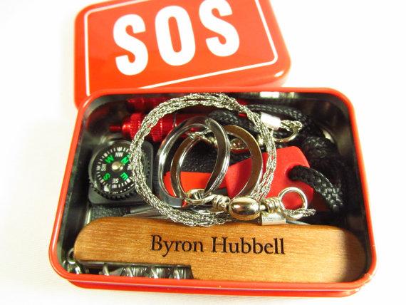 Mariage - 6 Survival Emergency Kit Personalized Engraved Wood Pocket Knife Groomsman Ring Bearer Best Man Gift Keepsake