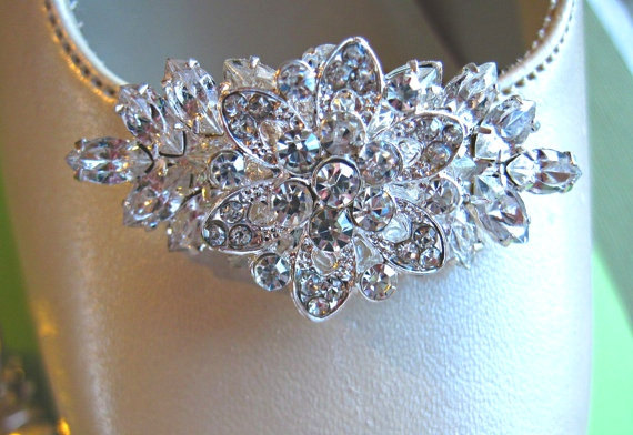 Свадьба - Crystal Wedding Shoe Clips, Bridal Accessories, Vintage Style,Crystal Shoe Clips, Rhinestone Flower Clips, silver shoe clips