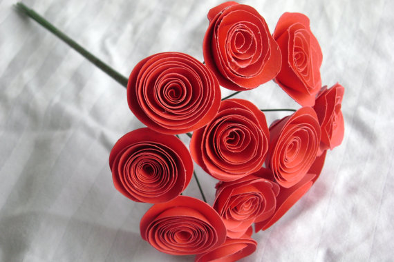 Свадьба - True red spiral rolled paper roses bouquet