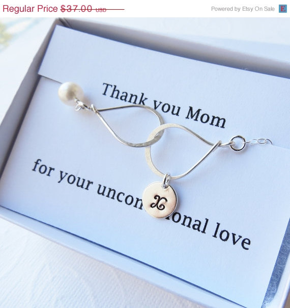 Свадьба - ON SALE Thank you Mom Card SET, Personalized Infinity bracelet, Mother of the Bride, Groom Jewelry, sterling silver, Wedding Gift, Jewelry C
