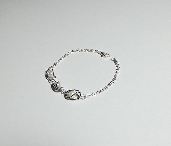 Mariage - Swarovski Pearl Charm Bracelet, Wedding Jewelry, Christmas Gift, Mom Sister, Simple Cocktail Modern Romantic