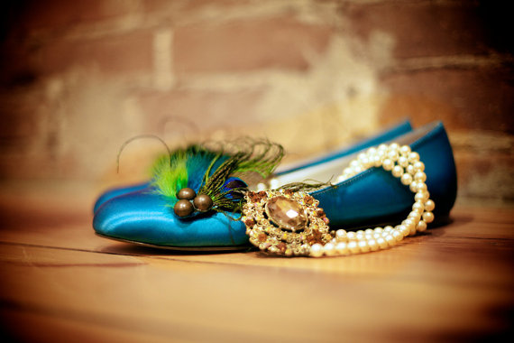 Mariage - Shoe Clips Peacock & Rooster Feathers. Girls Night Party Gift Shoe Clips, Metallics Bronze Teal, Wedding Burlesque Couture, Bridesmaid Bride