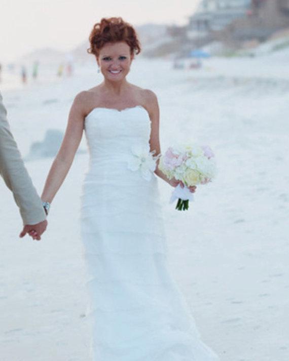 Свадьба - Bridal Dress Sash, Magnolia Flower, Feathers, White, Ivory sash, belt, ostrich feather, rhinestone accents