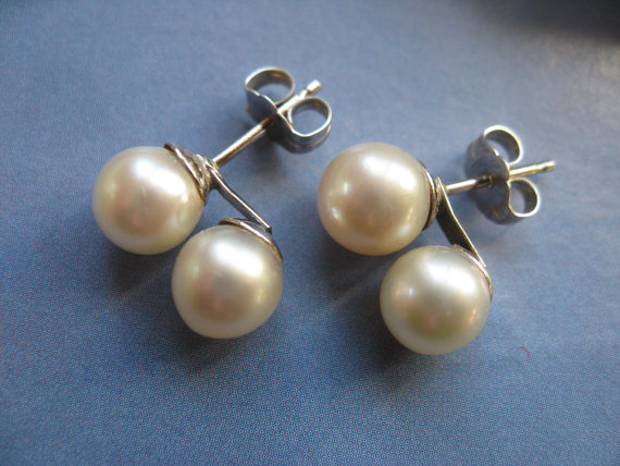 Mariage - White Gold Cultured Pearl Pierced Earrings, Vintage Pearls, Bridal Jewelry, Pearl Earrings. Pierced Earrings, Estate Jewelry, Fine Jewelry
