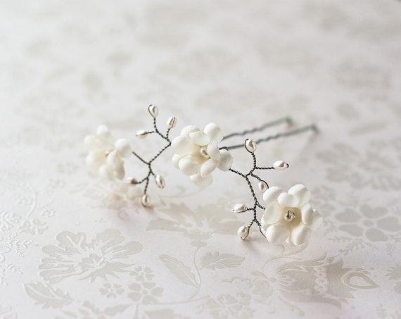 Mariage - Hair pin, Bridal hair pins, Flower accessories, Floral hair pins, Hair accessories, Wedding hair pins, Ivory hair flower, Pins for hair.