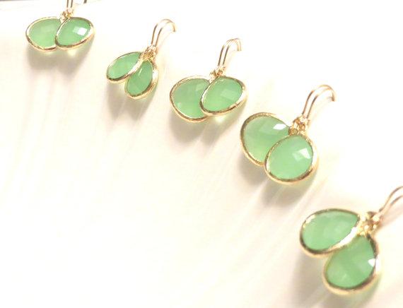 زفاف - Set of 5 Mint Earrings Mint Wedding Jewelry Set Mint Gold Earrings Mint Bridal Jewelry Mint Bridesmaid Earrings Milk Glass Jade
