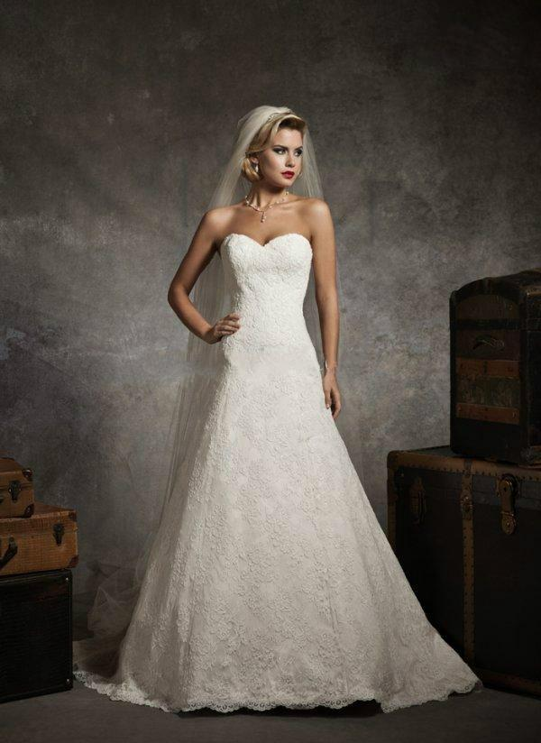 Mariage - New 2014 Gorgeous Romantic Bridal Dresses A-line Sweetheart Strapless Lace Button Back Wedding Dresses Bridal Gowns Amazing Prices Online with $117.72/Piece on Hjklp88's Store