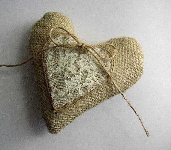 Свадьба - Burlap Ring Pillow - Wedding Rings Holder - Ring Bearer Pillow - Burlap Lace Ring Holder - Heart Ring Pillow - Ring Holder - Rustic Wedding