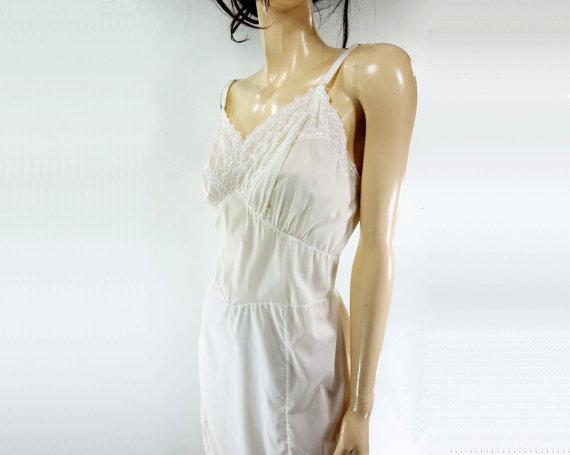 Свадьба - 60s Vintage Slip, White Eyelet Slip, White Cotton Slip, 1960s Lingerie, 60s Lingerie, White Cotton Nighty, 60s White Nightie, l
