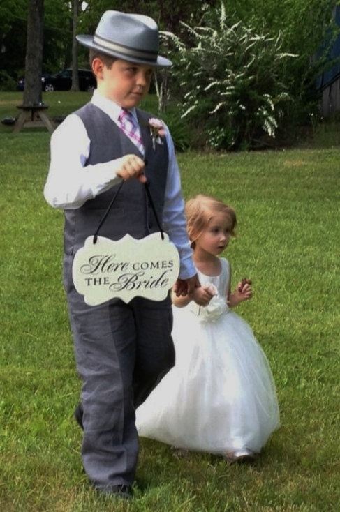Mariage - Here Comes the Bride Wedding Sign, Painted Wooden Cottage Chic Flower Girl / Ring Bearer Sign