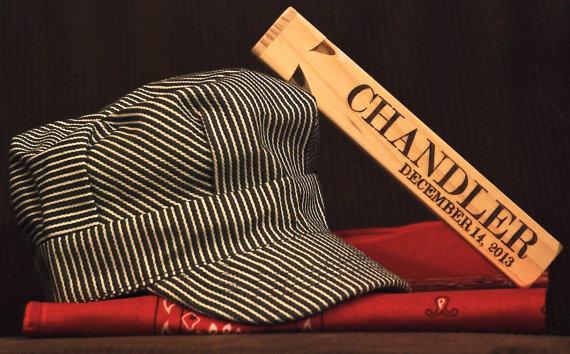 زفاف - Ring Bearer Gift, Personalized Whistle with Engineer Hat and Bandana with Name & Wedding Date, Wedding Thank You, Gifts for Ring Bearer
