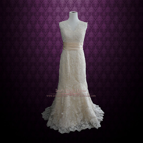 Свадьба - Keyhole Back Lace Wedding Dress with V Neck