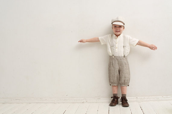 Свадьба - Ring bearer outfit Wedding party outfit Family photo prop outfits ideas Boys linen suit Boys boys knickers Flat hat Linen suspenders