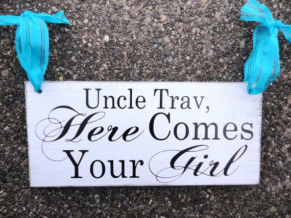 Mariage - Here Comes Your Girl with Uncle (Grooms Name) with And they lived Happily ever after. 8 X 16 inches, 2-Sided. Vintage Reception Sign.
