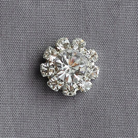 Mariage - 50 Rhinestone Buttons Round Diamante Crystal Hair Comb Wedding Invitation Scrapbooking FREE US Shipping US BT053
