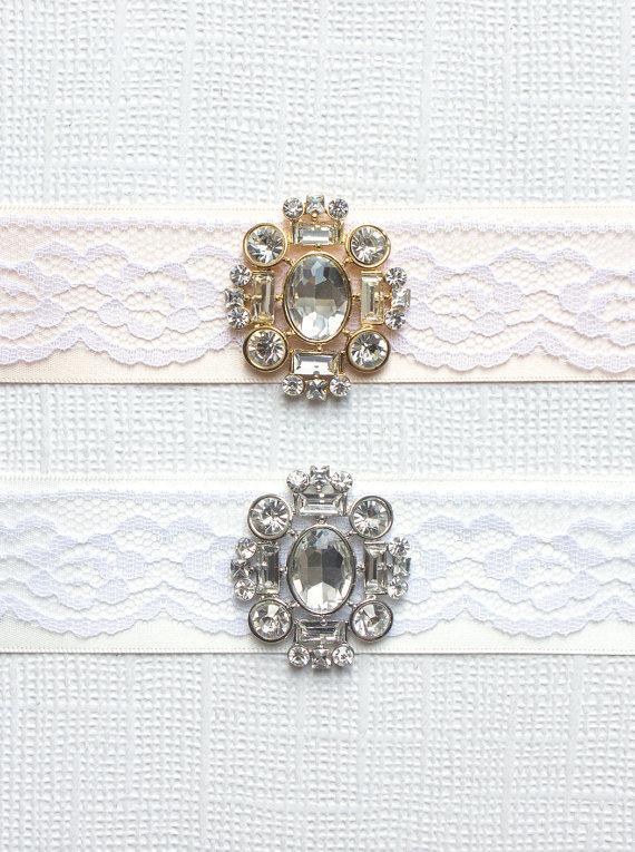 Свадьба - Art Deco Lace Bouquet Wrap, Bouquet Collar, Vintage bouquet wrap, Crystal Bouquet Wrap, Brooch Bouquet Wrap, Satin Ribbon Bouquet Wrap
