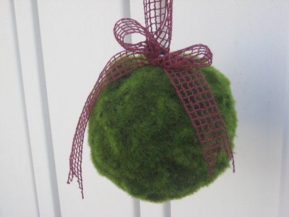 Свадьба - Moss Pomander--- Perfect for Summer/ Woodland theme/ Nature inspired wedding