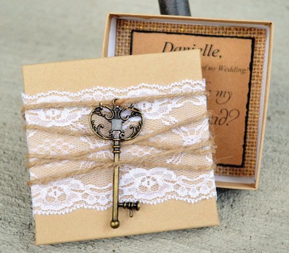 Mariage - Bridesmaid Box Invitations KEY, Lace & Twine Box Will You be My Bridesmaid Invites Cards Rustic Chic Burlap Vintage Invites Cards
