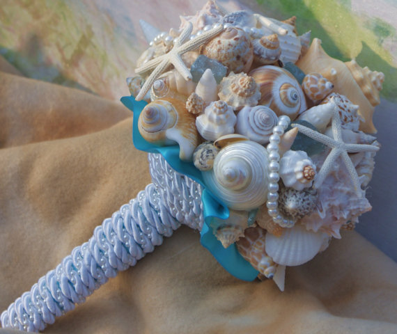 Mariage - Seaside Bouquet  Malibu Blue, Seaglass,Starfish and Seashell Bouquet/Boutonierre Set